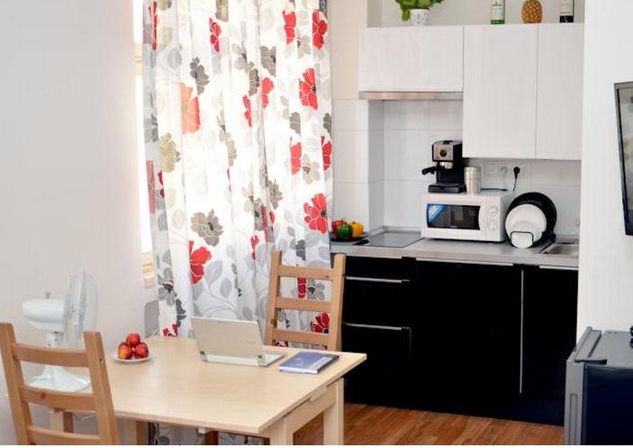 Charvatova-10 Studio Superior Apartments Table